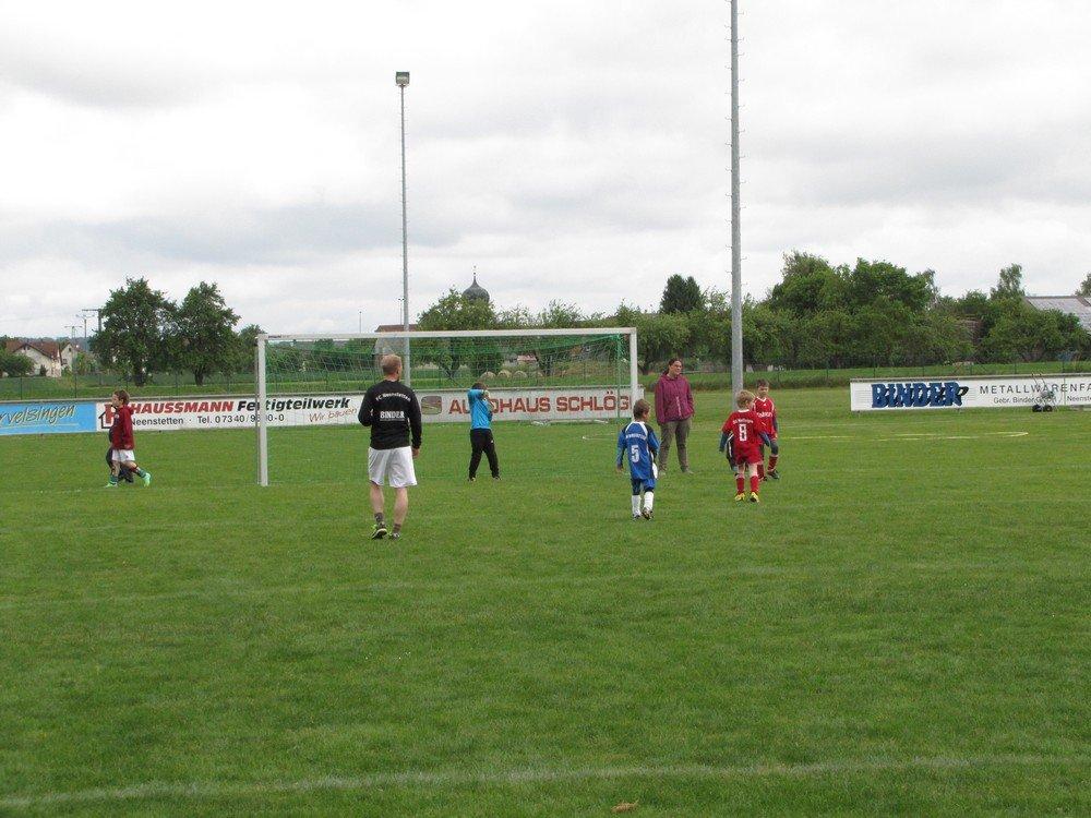 2014_05_24_F-Jugend-Spieltag_FC_Neenstetten_09
